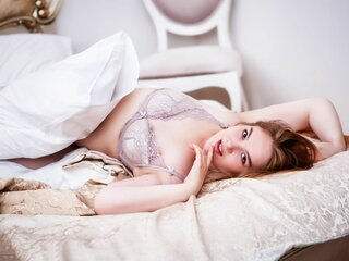 CarlyLadyBlond jasmine